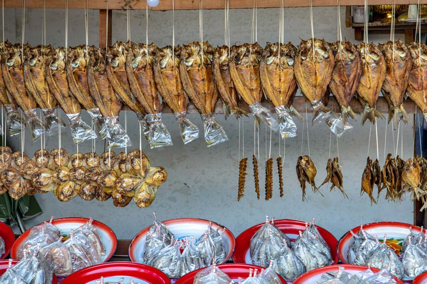 Offer fresh and smoked fish in a stall on the street.